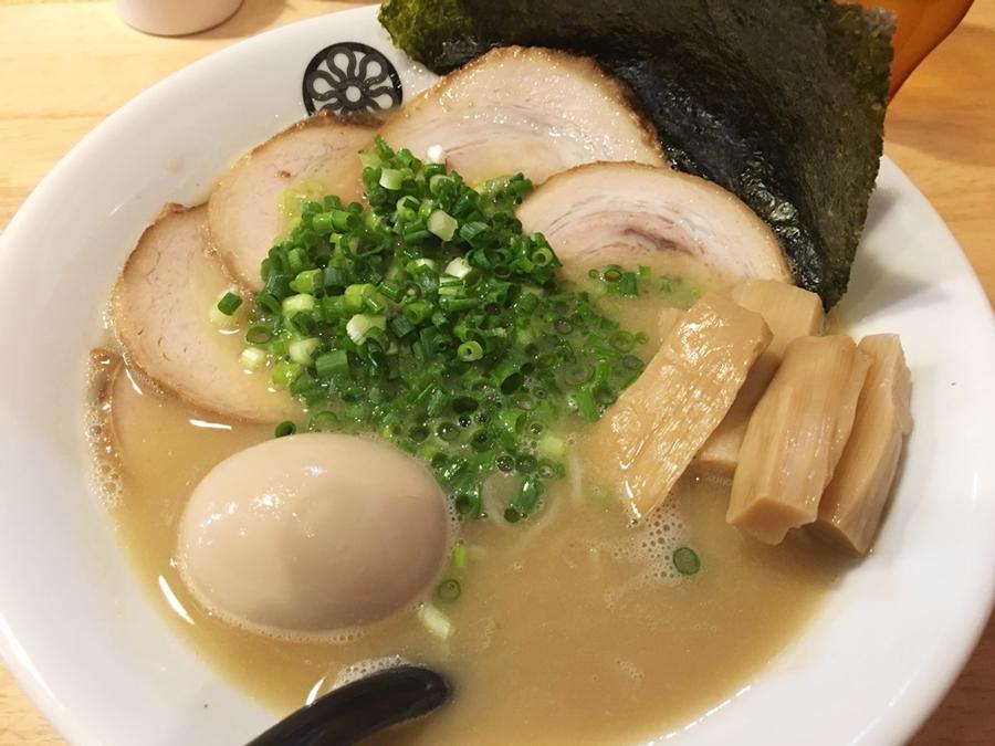 葵春堂の特製ラーメン