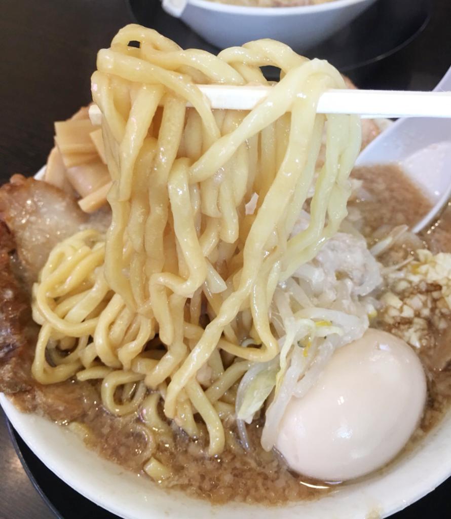 天赦ラーメンの麺